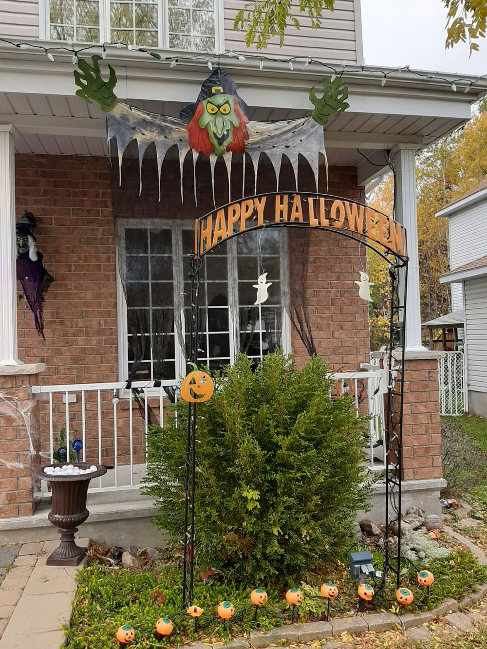 Halloween on Sirroco Crescent in Timbermere